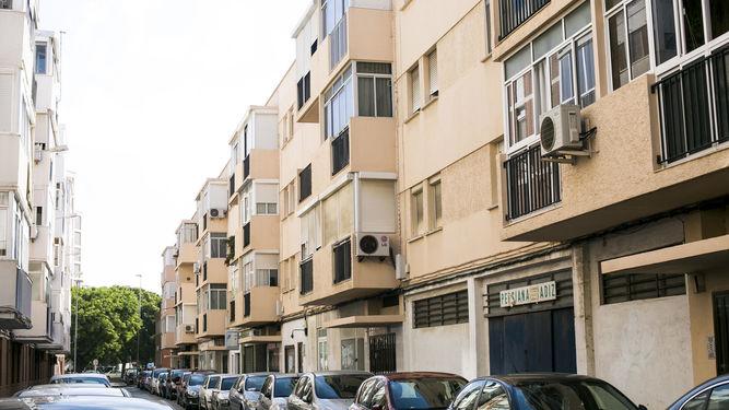 Varios-bloques-viviendas-ciudad-Cadiz_1196890622_75502909_667x375