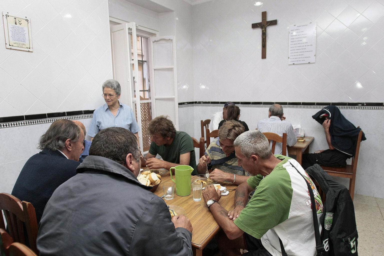 comedor-Virgen-Valvanuz-personas-desfavorecidas_1308179703_92360106_1535x1024