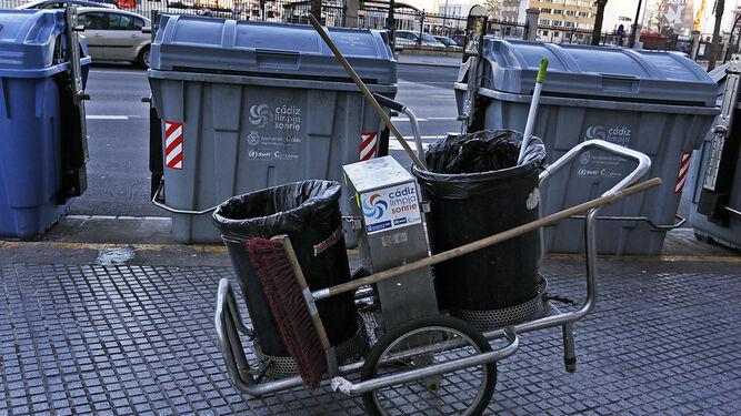 carros-limpieza-utilizan-Cadiz_1310579675_92673361_667x375
